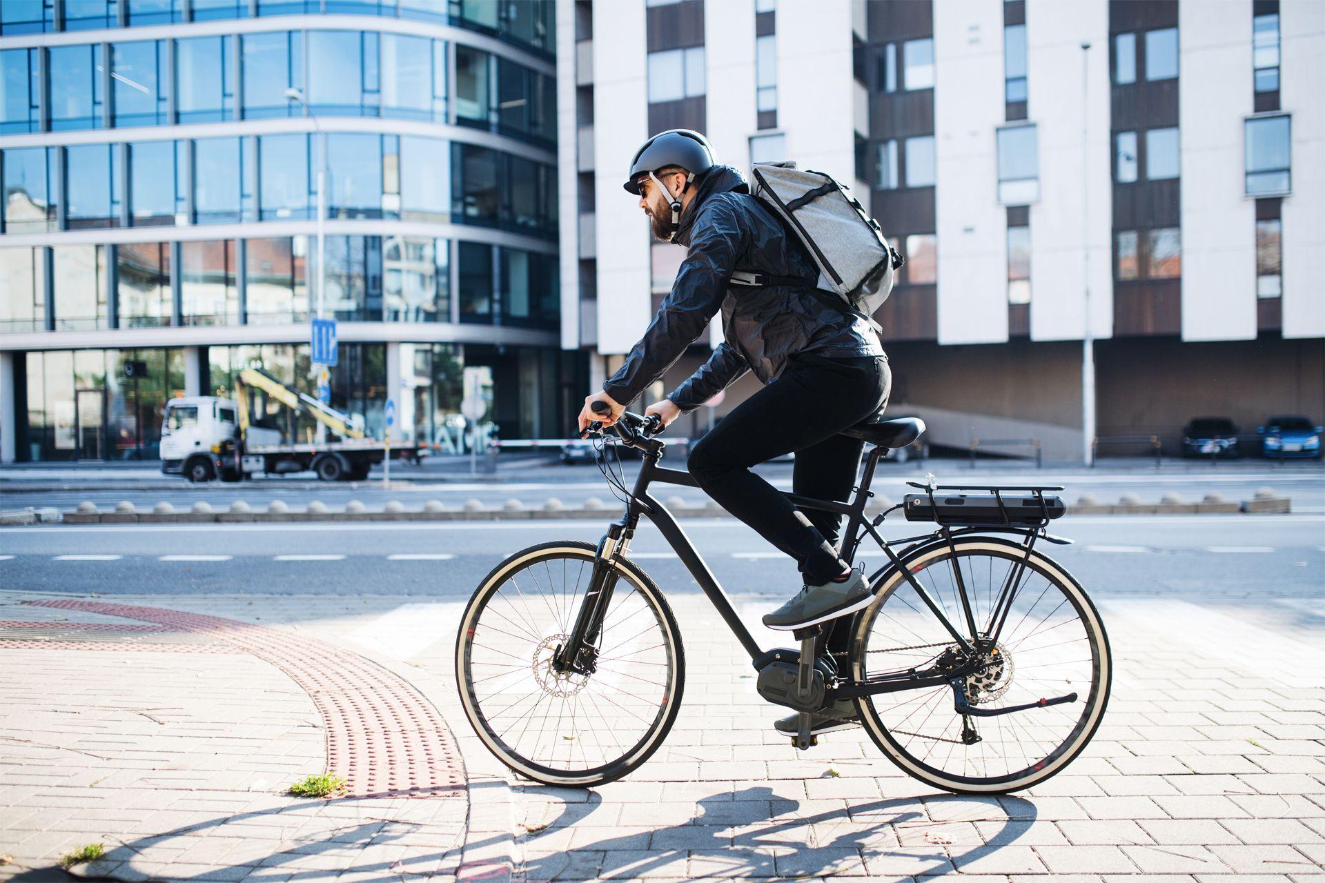Perché la bici elettrica è meglio dello scooter. Ecco la nostra opinione